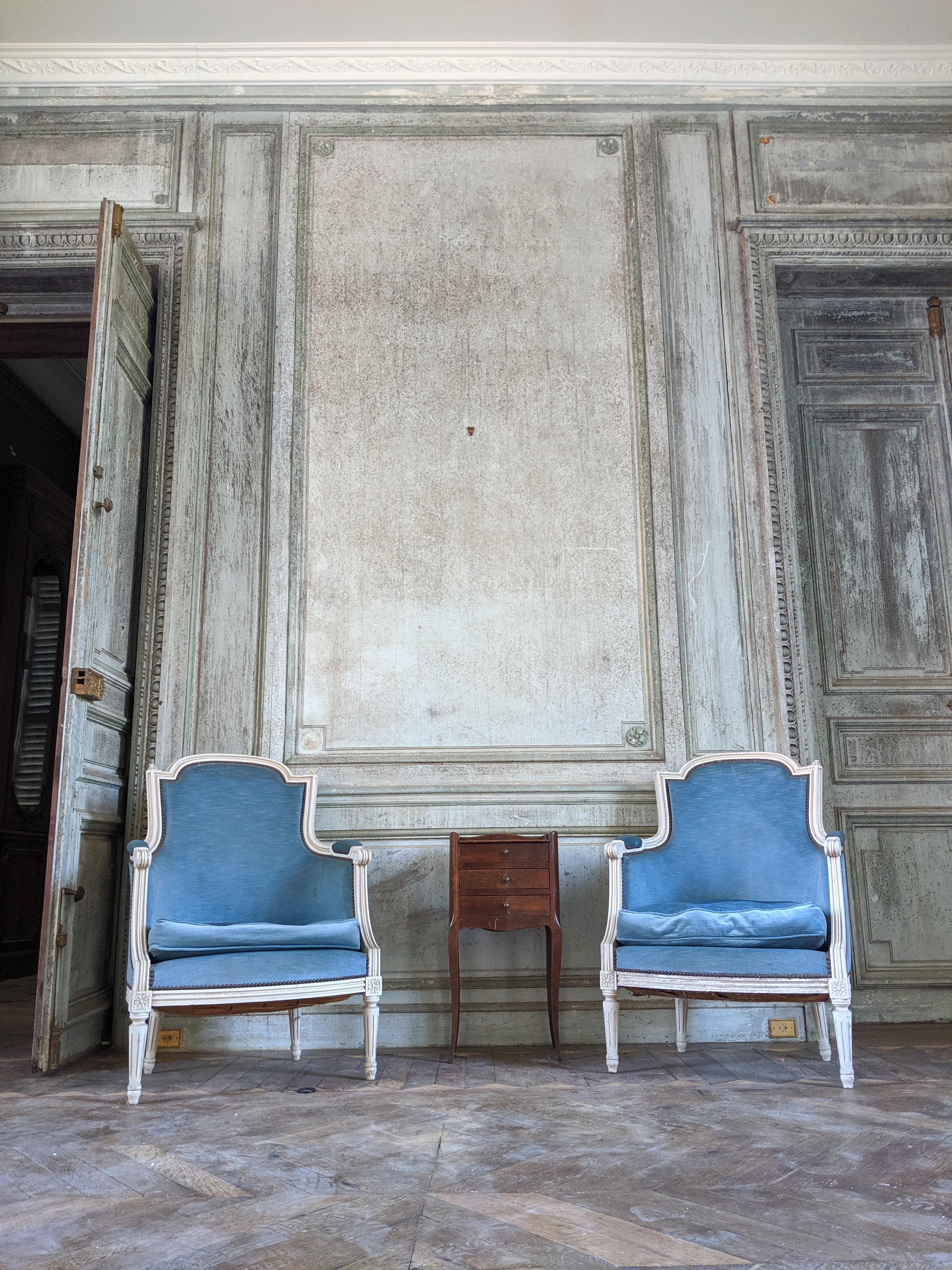 Arts décoratifs: fauteuils empire velour bleu