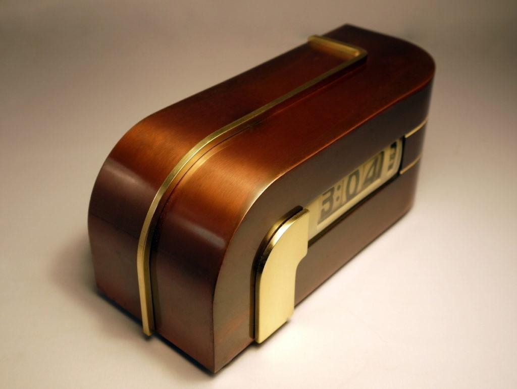 Pendule Zephyr ou Lawson Clock par kem Weber, design Streamline
