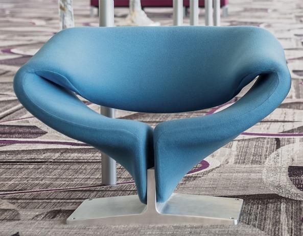 fauteuil ruban de pierre paulin en couleur bleue
