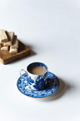 tasse en porcelaine, un art décoratif de la table