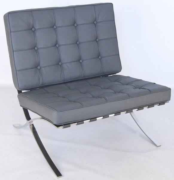 chaise Barcelona en cuir noire du designer Bauhaus Ludwig Mies van der Rohe