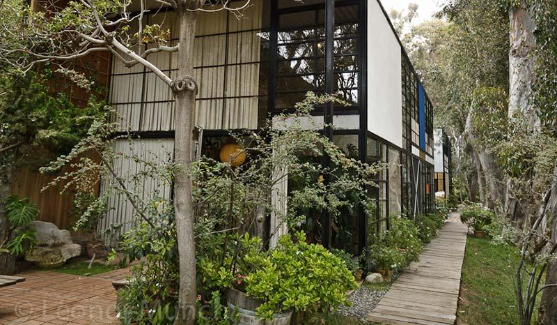 Eames House à Los Angeles de Ray et Charles Eames avec Eero Aarnio