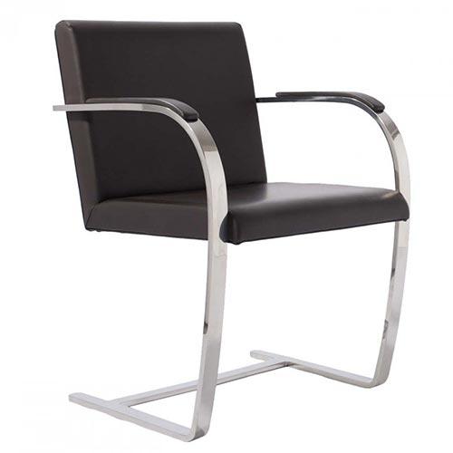 fauteuil BRNO en cuir noir avec accotoirs assortis du designer bauhaus Mies van der rohe