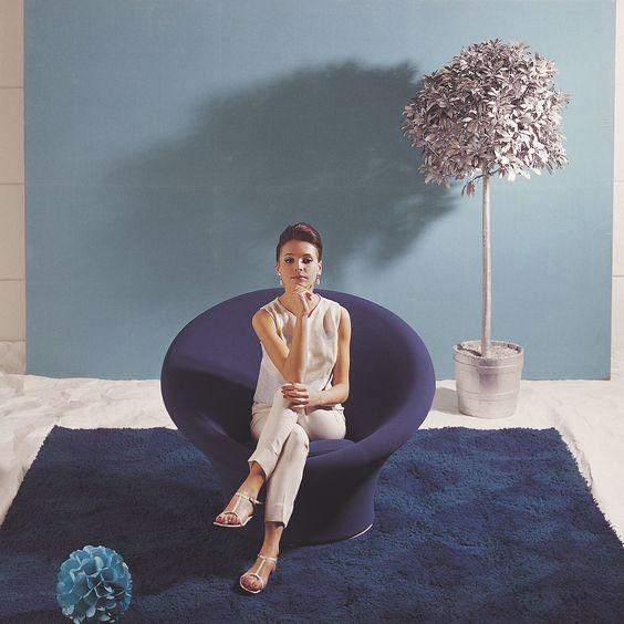 affiche vintage d'un fauteuil mushroom violet par le designer Pierre Paulin