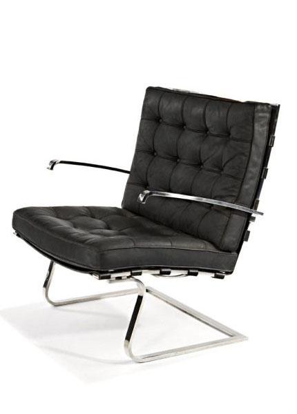 fauteuil Tugendhat en cuir noir du designer Bauhaus Ludwig Mies van der Rohe