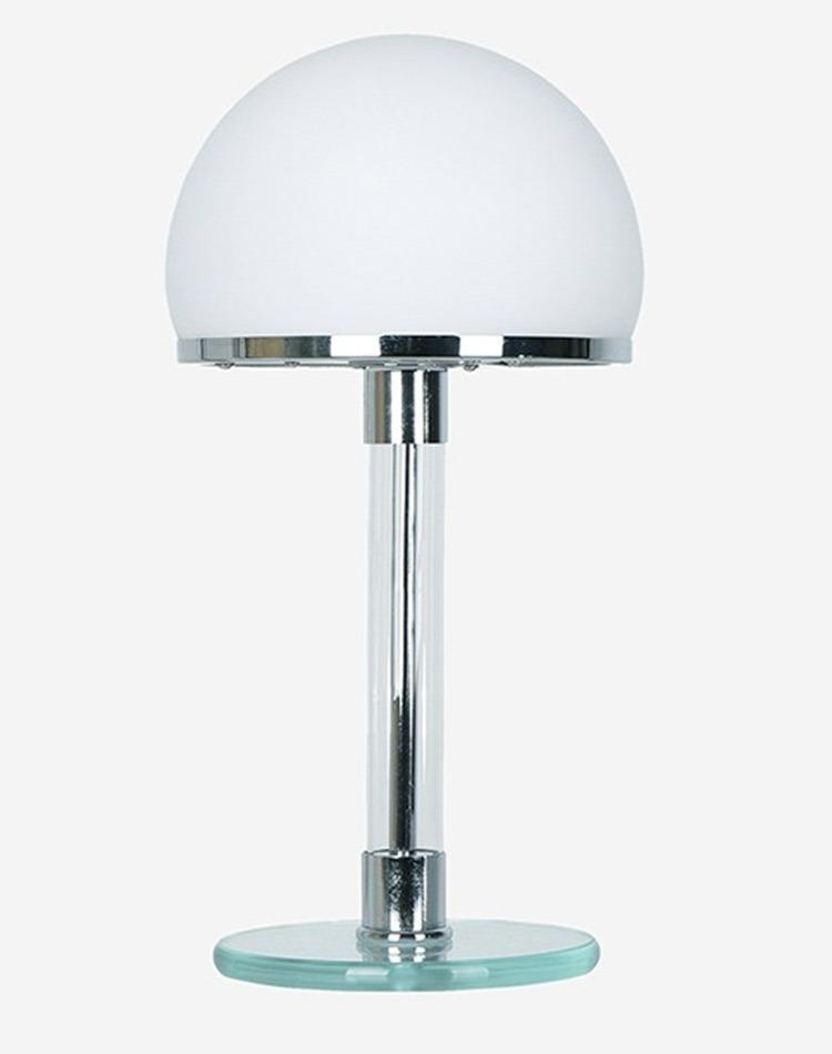 Lampe WG24 du designer Bauhaus Wilhelm Wagenfeld pour la maison Tecnolumen