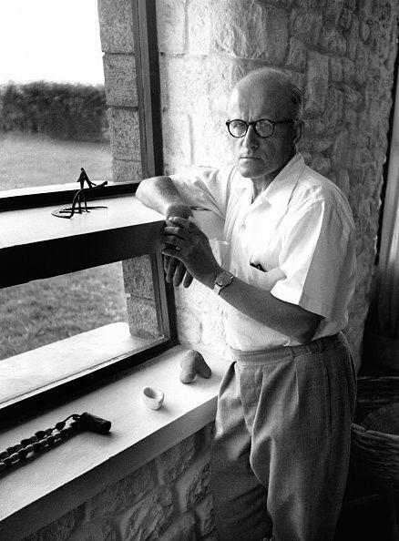 Le designer Pierre Jeanneret